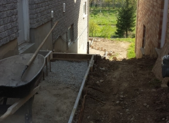 side_house_stairs_patio_007