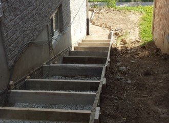 side_house_stairs_patio_008