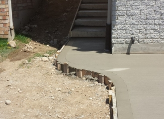 side_house_stairs_patio_018