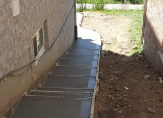 side_house_stairs_patio_020
