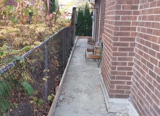 side_house_walkway_004