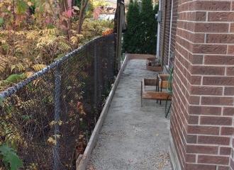 side_house_walkway_005