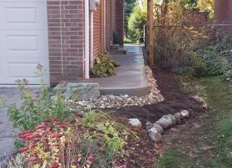 side_house_walkway_014