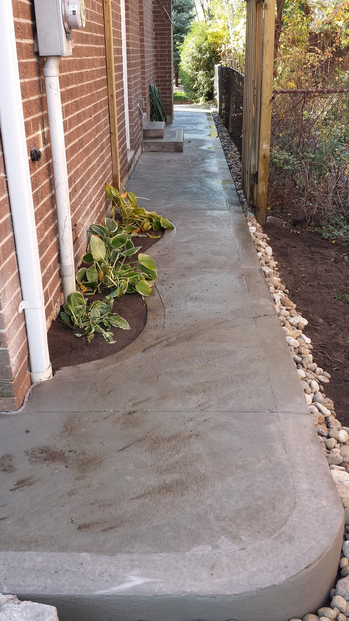 Side House Walkway Solid Concrete Solutions